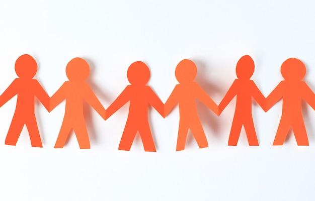 Teamwork, papieren mensen over wit oppervlak