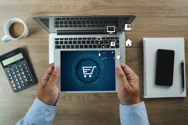 Technologie e-commerce internet wereldwijde marketing aankoopplan en bankconcept