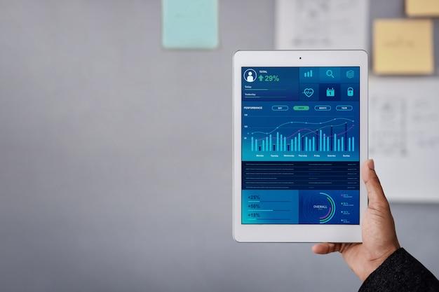 Technologie in financiën en bedrijfsmarketing concept. grafieken en grafieken