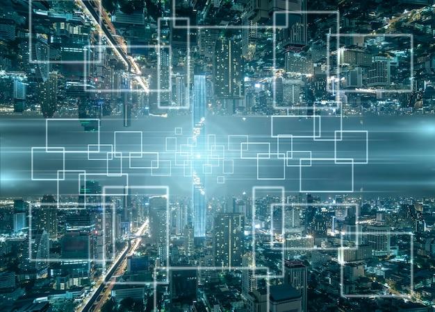 Technologie internet van dingen over het panorama van het stadsbeeld van bangkok 's nachts