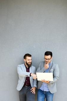 Technologie netwerk online media zakelijk teamwork vriendschap ondernemer partnerschap communicatieconcept