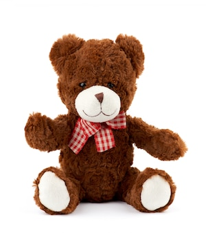 Teddybeer met een rode strik op zijn nek geïsoleerd op een witte achtergrond