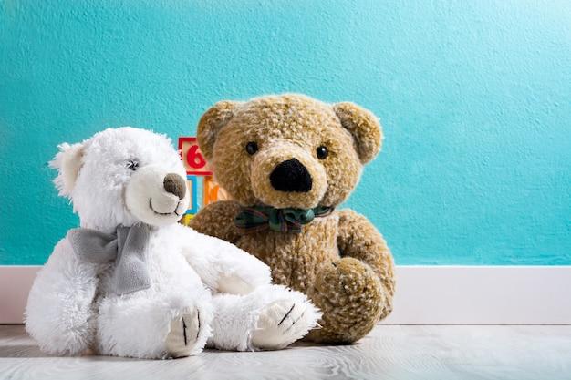 Teddyberen in een babykamer