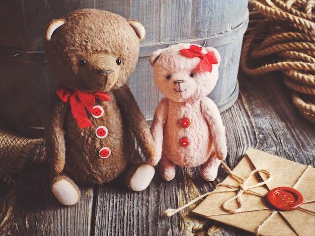Teddyberen koppelen hand in hand