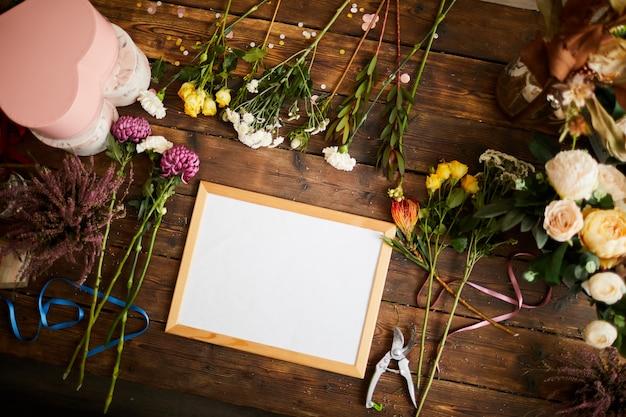 Teken flatlay in flower shop