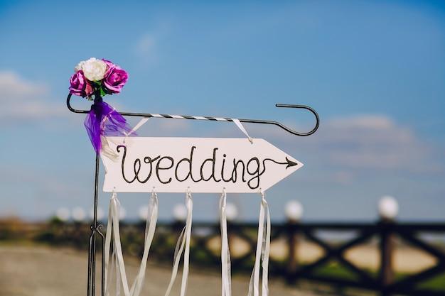 Teken huwelijk met bloemen
