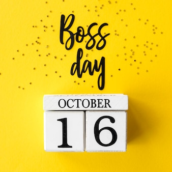 Teken met belettering en kalender van de dag van de baas