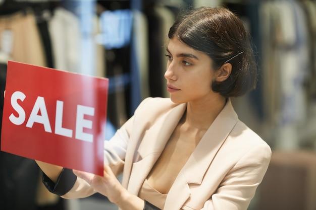 Teken van de vrouwen het hangende verkoop in opslag