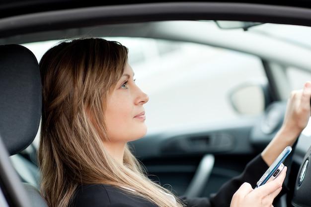 Tekst drijvende bedrijf werknemer auto afleiden
