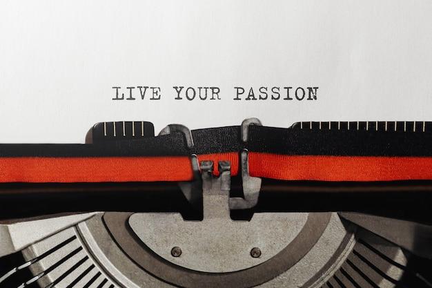 Tekst leef je passie getypt op retro typemachine