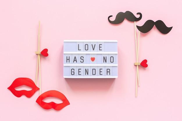 Tekst liefde heeft geen geslacht, paar papier snor lippen rekwisieten