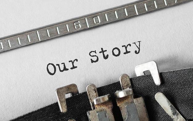 Tekst ons verhaal getypt op retro typemachine