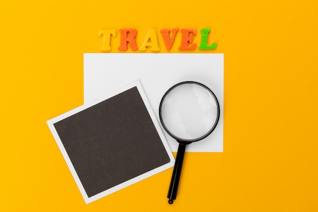 Tekst op een tafel. reizen concept