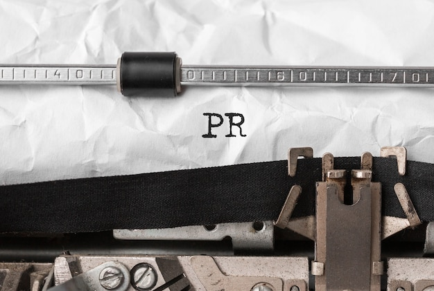 Tekst pr getypt op retro typemachine