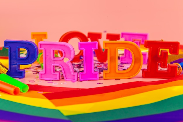 Tekst trots, met lgbt regenboogvlag