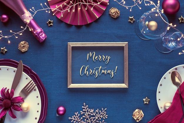 Tekst vrolijk kerstfeest in gouden frame.