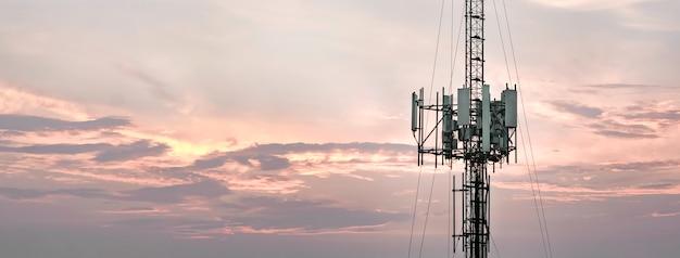 Telecommunicatie torens panorama backgroundlandscape horizontaal