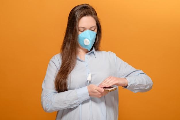 Telefonische desinfectie op gele, antiseptische spray
