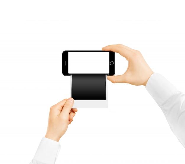 Telefoon in de hand met onmiddellijk afdrukken van foto's