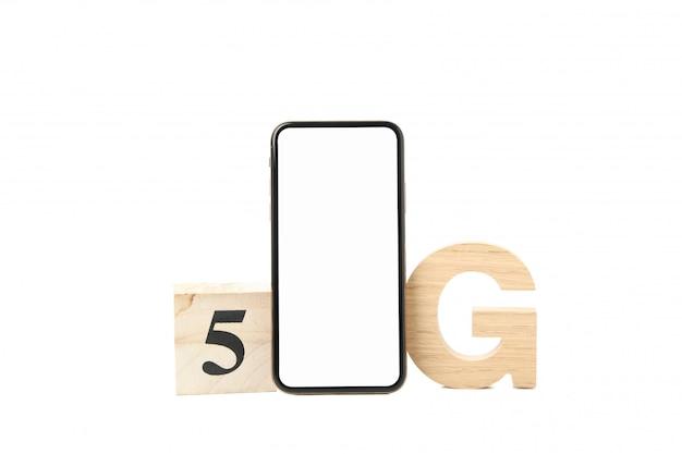 Telefoon met leeg scherm en 5g geïsoleerd op een witte achtergrond