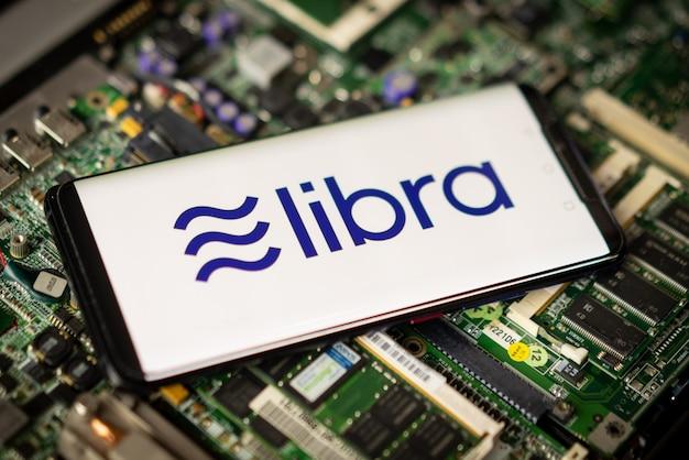 Telefoon toont libra-logo op het scherm.