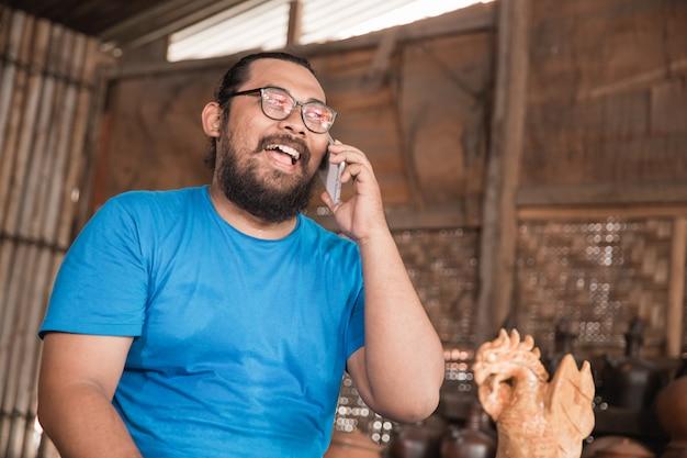Telefoongesprek met pottenbakker