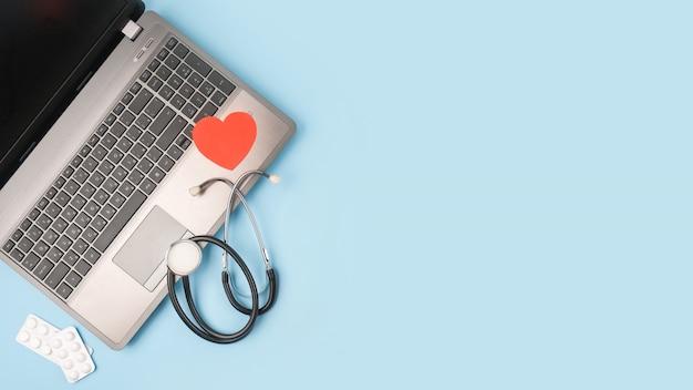 Telegeneeskunde of telehealth virtueel bezoek, videobezoek, dokters videochat consult concep