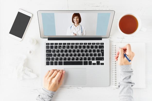Telegeneeskunde, videogesprek met arts, online communicatie met medicijnen.