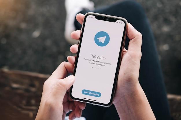 Telegram-applicatie op het telefoonscherm.