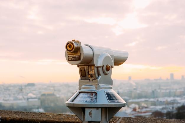 Telescoop bovenop de stad