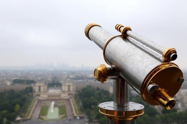 Telescoop op de eiffeltoren