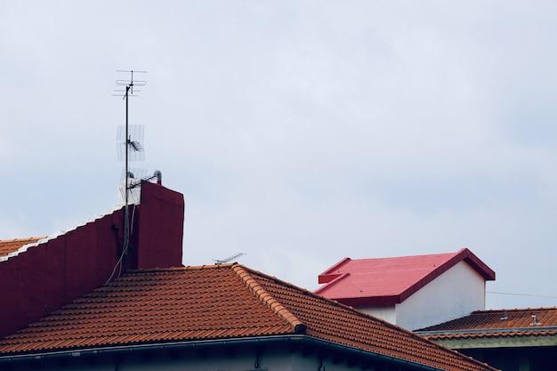 Televisie-antenne op het dak