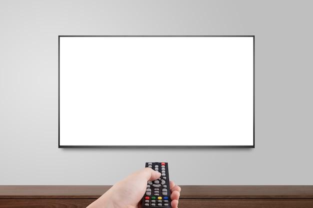 Televisie op witte muur met hand met behulp van afstandsbediening, tv 4k flatscreen lcd of oled, plasma realistische illustratie, witte lege hd-monitor mockup.