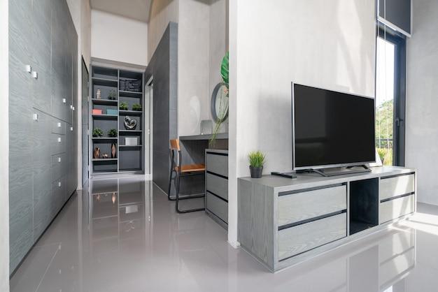 Televisie van het huis in de woonkamer