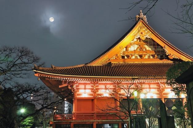 Tempel en maan
