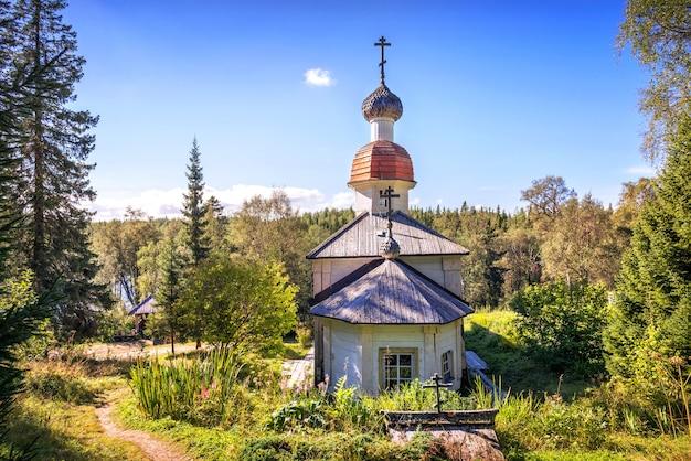 Tempel in de calvarieberg-kruisiging skete op de berg op anzer island