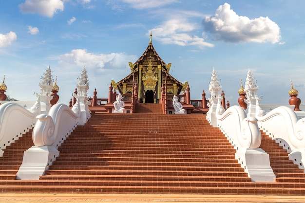 Tempel in het royal ratchaphruek park in chiang mai