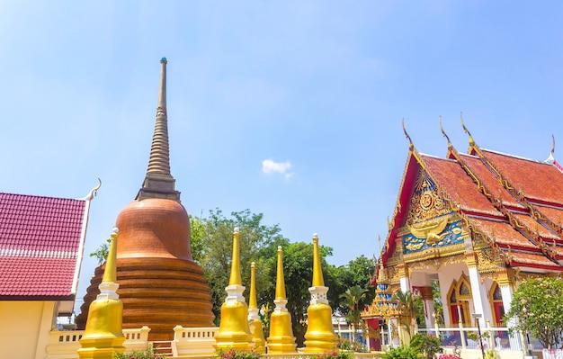 Tempel met gouden pagoden
