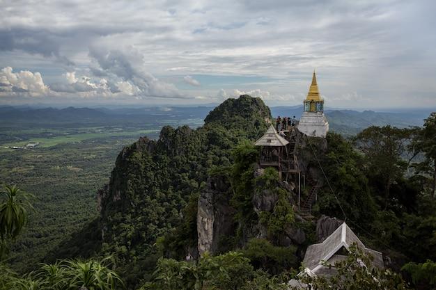 Tempel op cliff