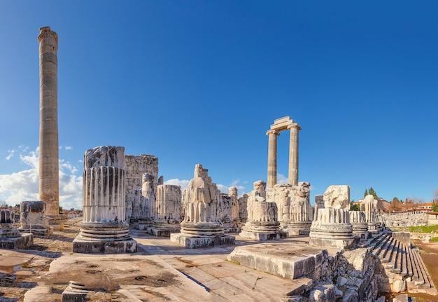 Tempel van apollo in de oude stad didim overdag. kalkoen