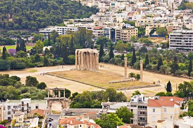 Tempel van de olympische zeus in athene, griekenland, uitzicht vanaf de akropolis