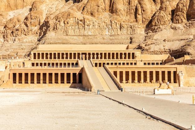 Tempel van hatshepsut, vallei der koningen, luxor, egypte.