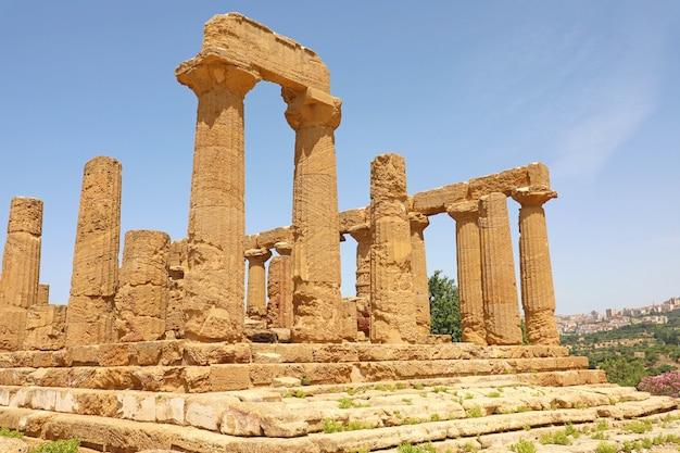 Tempel van juno (hera) in de vallei van de tempels, agrigento, sicilië, italië