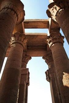 Tempel van kom-ombo aan de rivier de nijl in egypte