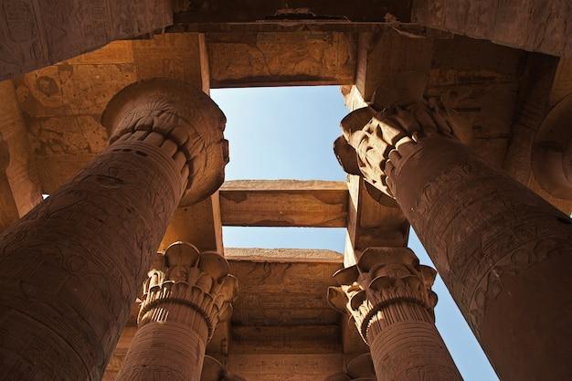 Tempel van kom-ombo op de rivier de nijl in egypte