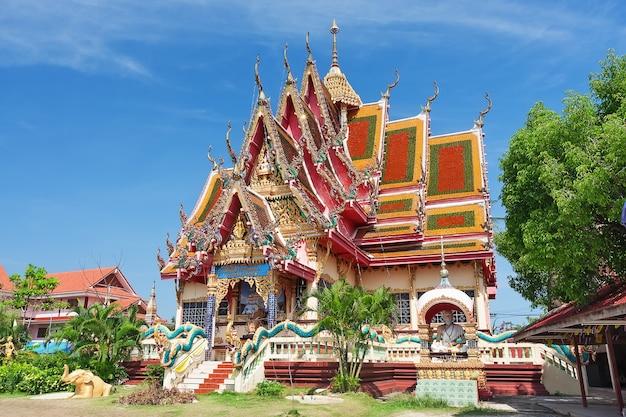 Tempel van wat plai laem op het eiland samui, thailand