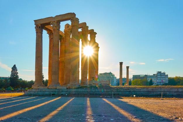 Tempel van zeus bij zonsondergang, athene, griekenland