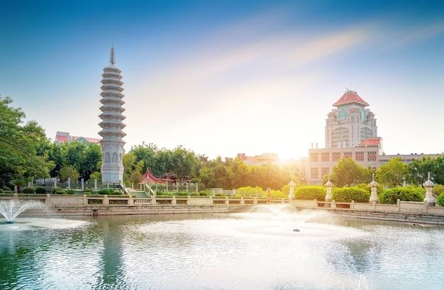 Tempeltoren bij south putuo temple in xiamen