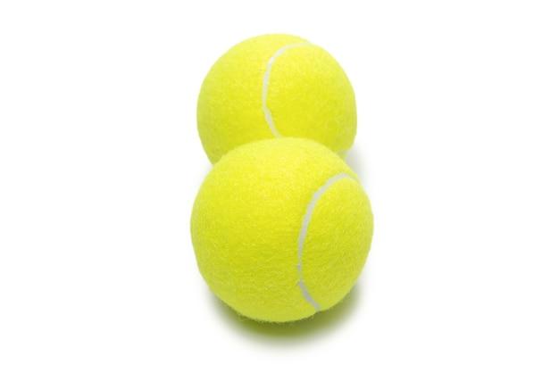 Tennisballen geïsoleerd op wit