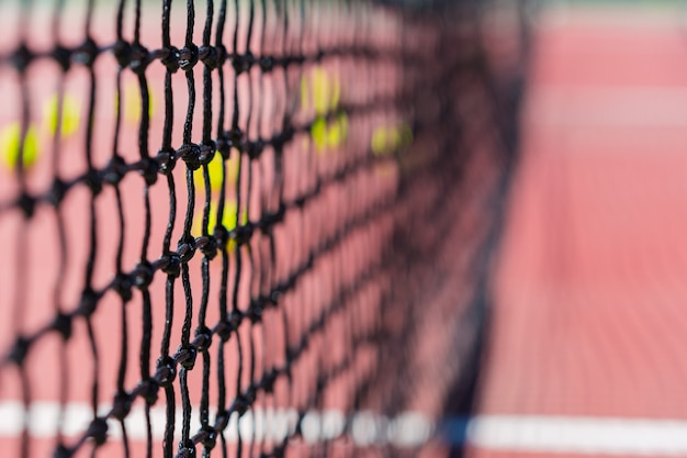 Tennisnet op een tennisbaan